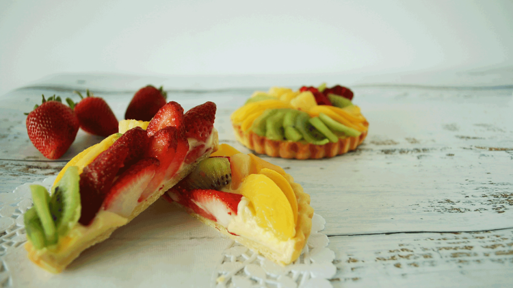 kitchen-whiskers-fruit-tart-cut