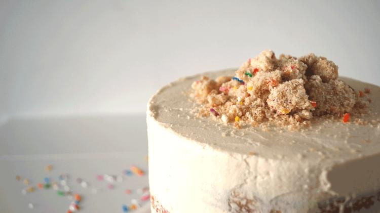momofuku-birthday-cake-crumbs