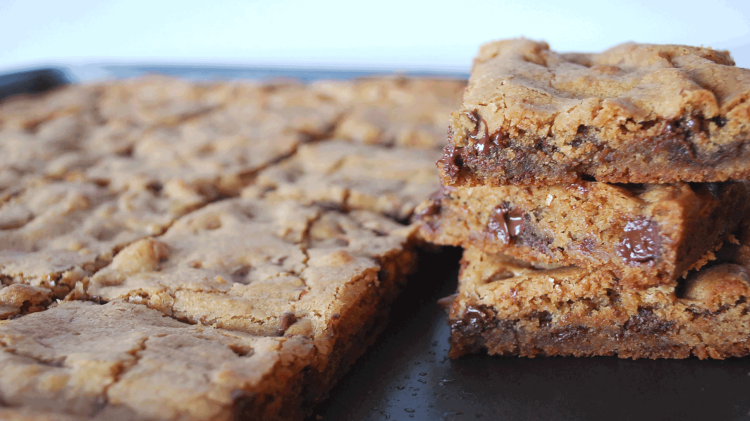 kitchen-whiskers-chocolate-blondies