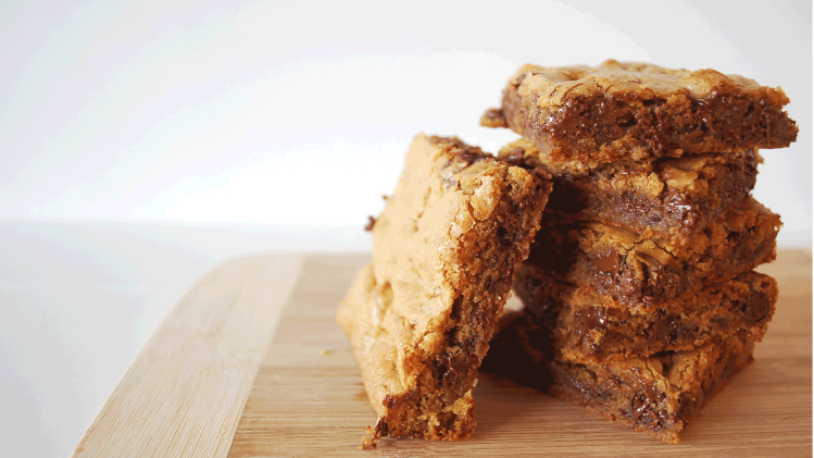 kitchen-whiskers-chocolate-chunk-blondies-close