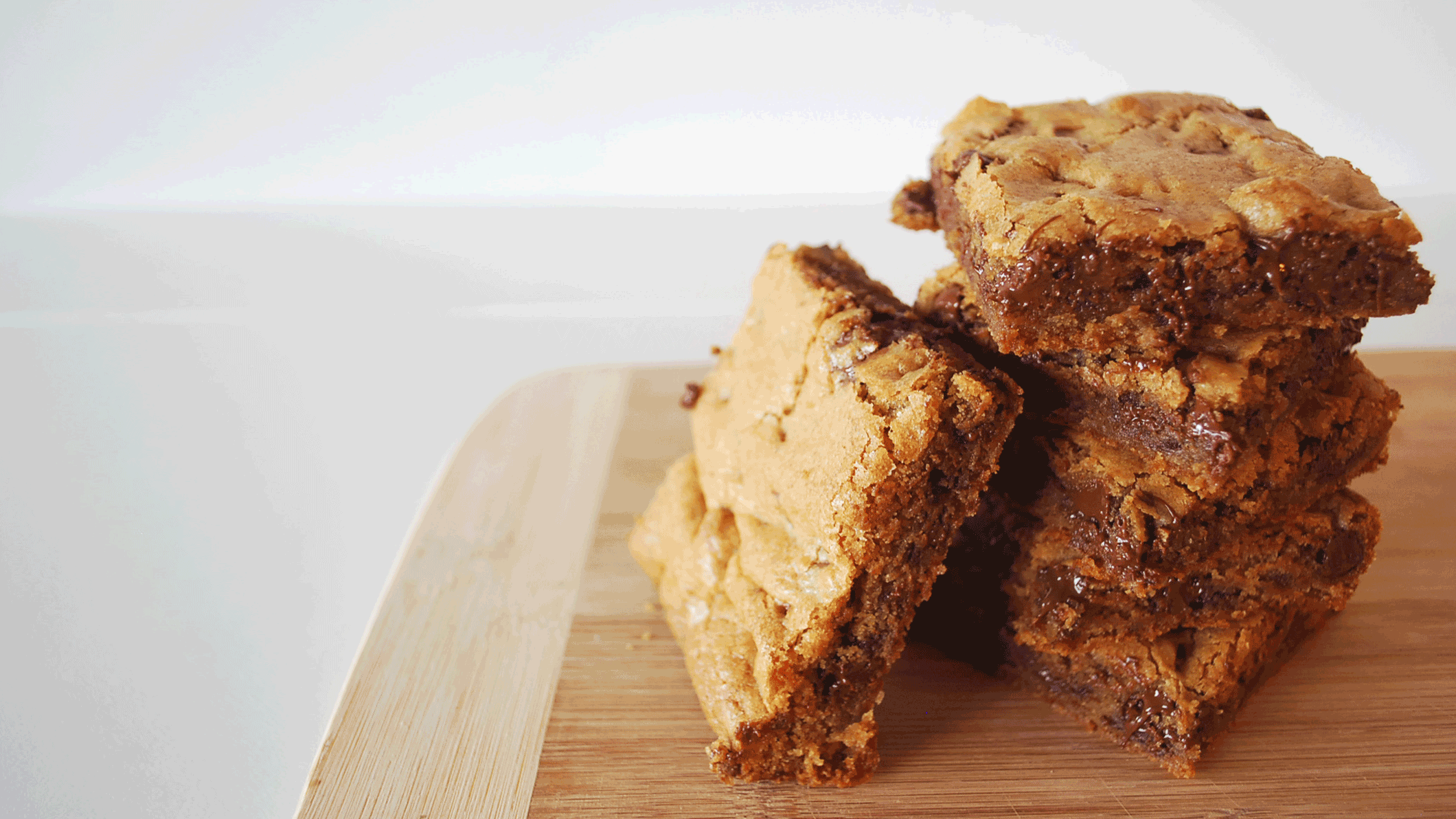 kitchen-whiskers-chocolate-chunk-blondies