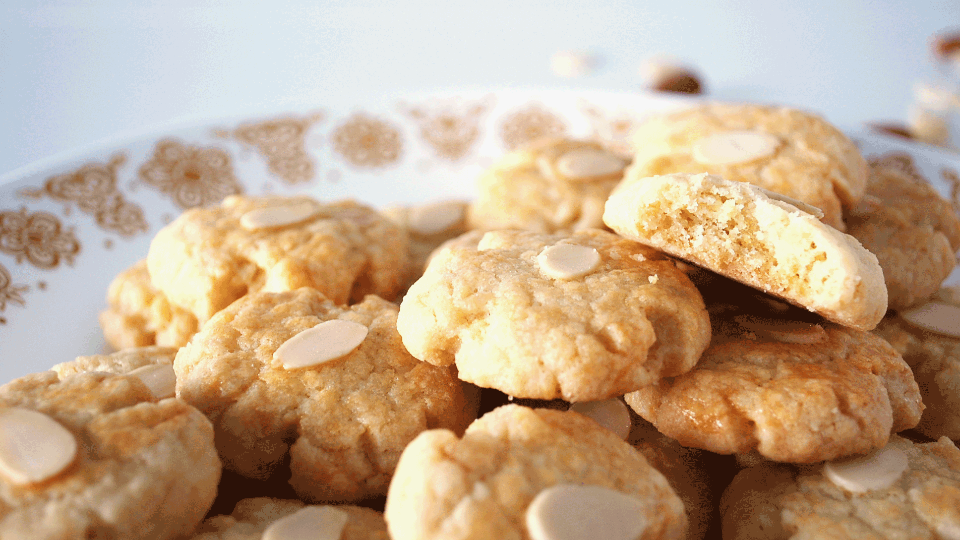 kitchen-whiskers-chinese-cookies-almond-close