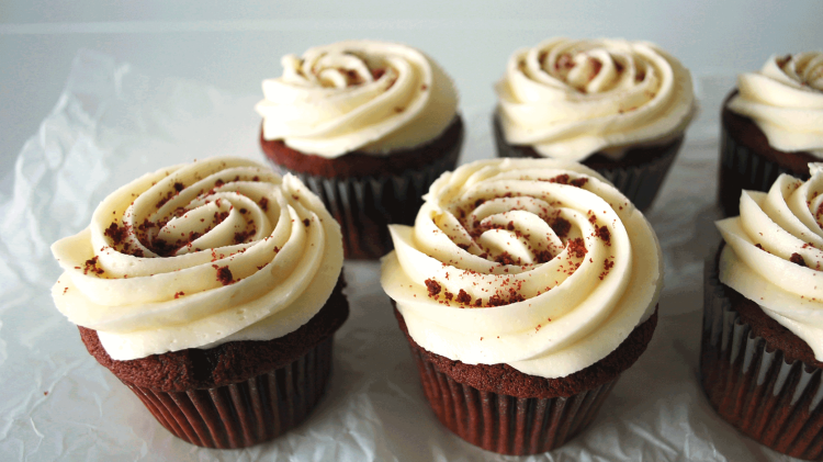 kitchen-whiskers-red-velvet-cupcakes--cream-cheese-close-up